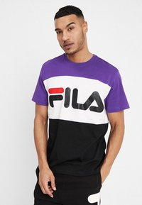 Fila - DAY TEE - Print T-shirt - black/tillandisa purple/bright white - 0
