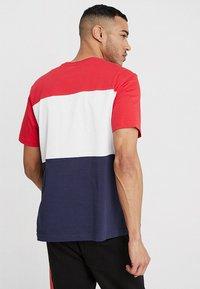 Fila - DAY TEE - Camiseta estampada - black iris/true red/bright white - 2