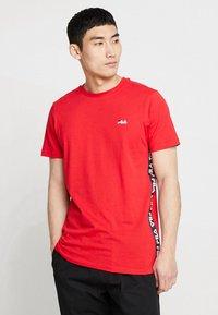 Fila - TALAN TEE - Camiseta estampada - true red - 0