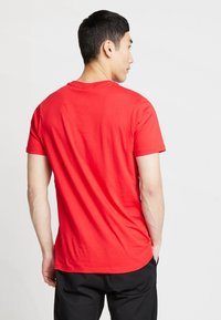Fila - TALAN TEE - Camiseta estampada - true red - 2
