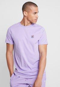 Fila - SEAMUS TEE - T-shirt med print - violet tulip - 0