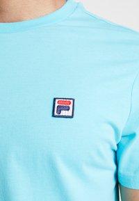 Fila - SEAMUS TEE - T-shirt med print - blue curacao - 5