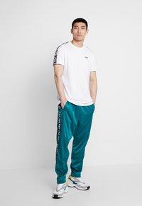 Fila - VAINAMO TEE - Camiseta estampada - bright white - 1