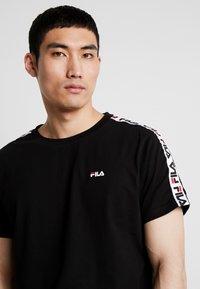 Fila - VAINAMO TEE - T-shirt imprimé - black - 4