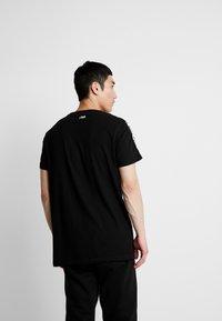 Fila - VAINAMO TEE - T-shirt imprimé - black - 2