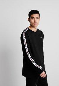Fila - FABRICE LONG SLEEVE  - Långärmad tröja - black - 0