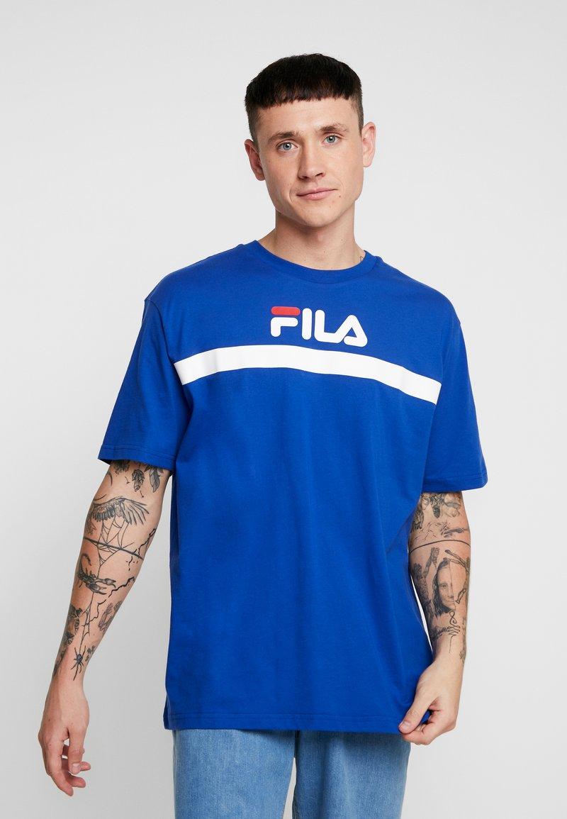 Fila - ANATOLI TEE DROPPED SHOULDER - T-shirt med print - mazarine blue
