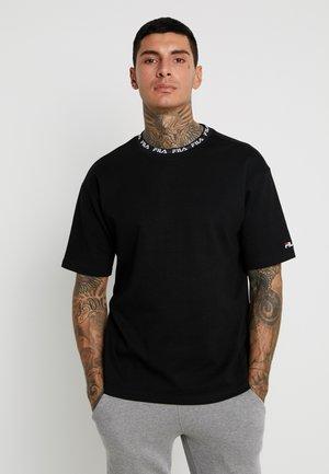 TAMOTSU TEE DROPPED SHOULDER - T-shirt con stampa - black