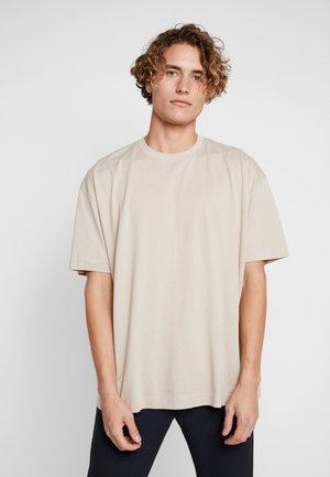 FILA FOR WEEKDAY KIAN - T-shirt basique - oxford tan