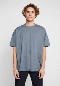Fila - FILA FOR WEEKDAY KIAN - T-shirts - stormy weather - 0