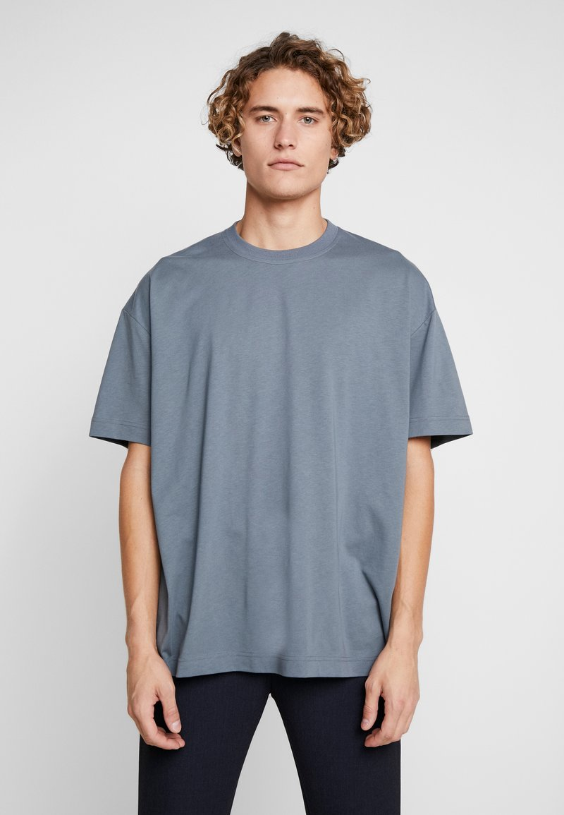 Fila - FILA FOR WEEKDAY KIAN - T-shirts - stormy weather