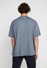 Fila - FILA FOR WEEKDAY KIAN - T-shirts - stormy weather - 2