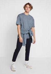Fila - FILA FOR WEEKDAY KIAN - T-shirts - stormy weather - 1