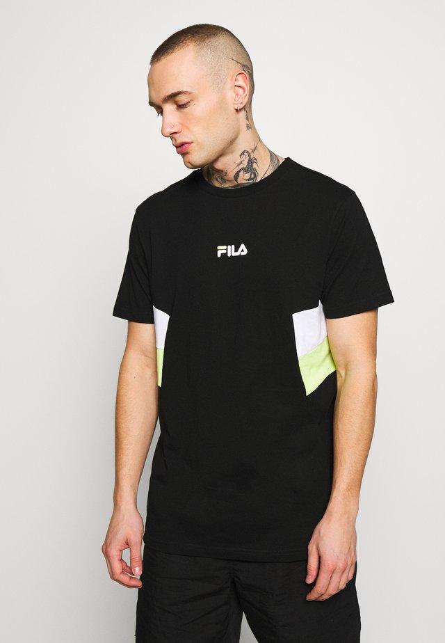 BARRY - Camiseta estampada - black/white/light green