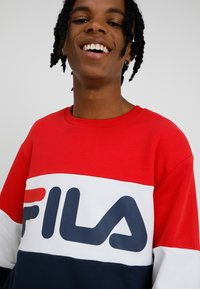 Fila - STRAIGHT BLOCKED CREW - Sweatshirt - black iris/bright white/true red - 4