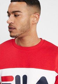 Fila - STRAIGHT BLOCKED CREW - Sweatshirt - black iris/true red/bright white - 4