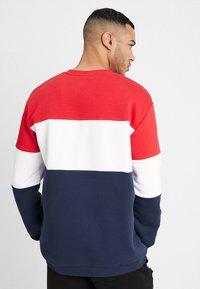 Fila - STRAIGHT BLOCKED CREW - Sweatshirt - black iris/true red/bright white - 2