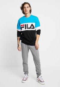 Fila - STRAIGHT BLOCKED CREW - Sweatshirt - carribean sea/bright white/black - 1