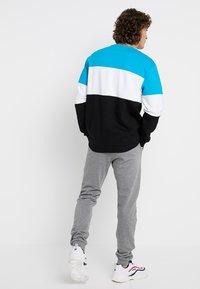 Fila - STRAIGHT BLOCKED CREW - Sweatshirt - carribean sea/bright white/black - 2