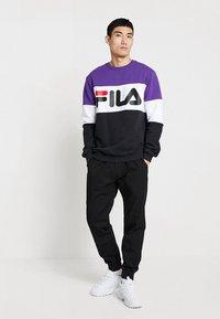Fila - STRAIGHT BLOCKED CREW - Sweatshirt - black/purple/white - 1