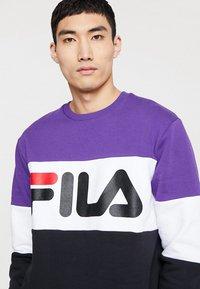 Fila - STRAIGHT BLOCKED CREW - Sweatshirt - black/purple/white - 4