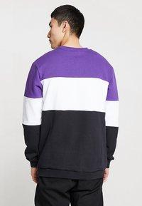 Fila - STRAIGHT BLOCKED CREW - Sweatshirt - black/purple/white - 2