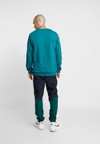 Fila - AREN CREW SHIRT - Sweatshirt - everglade - 2