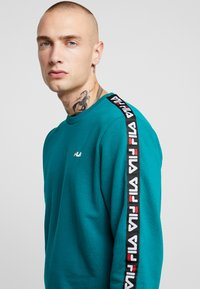 Fila - AREN CREW SHIRT - Sweatshirt - everglade - 4