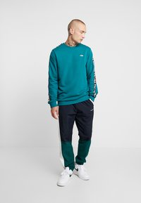 Fila - AREN CREW SHIRT - Sweatshirt - everglade - 1