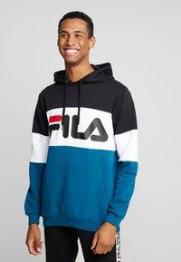 Fila - HOODIE - Luvtröja - black/maroccan blue/bright white - 0