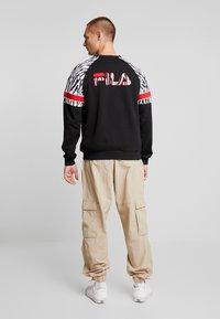 Fila - PALANI CREW - Felpa - black/bright white - 2