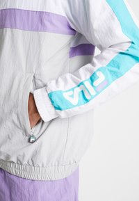 Fila - JONA WOVEN HALF ZIP JACKET - Treningsjakke - Bright white/blue curacao/violet tulip - 4
