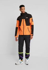 Fila - HERB SHELL JACKET - Chaqueta fina - mandarin orange/black - 1