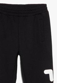 Fila - CLASSIC - Pantalones deportivos - black - 2