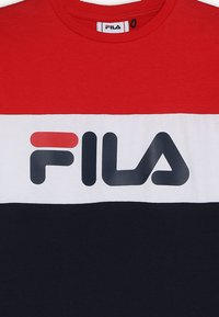 Fila - DAY BLOCKED - T-shirt med print - black iris/true red/bright white