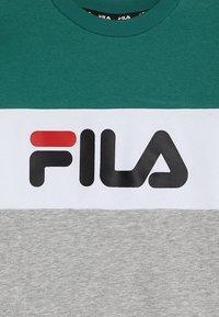 Fila - NIGHT BLOCKED CREW  - Sudadera - light grey melange /bright white/shady glade - 3