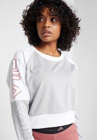 Fila - CROPPED CREW - Sportshirt - light grey melange bros/bright white - 3