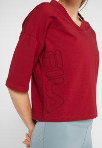 Fila - OVERSIZED - T-shirts med print - rhubarb - 6