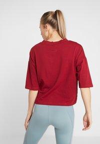 Fila - OVERSIZED - T-shirts med print - rhubarb - 2