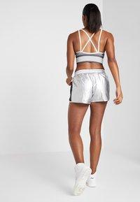 Fila - Sports shorts - silver/black - 2
