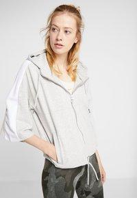 Fila - OVERSIZED ZIP HOODY - Mikina na zip - light grey melange/bright white - 0