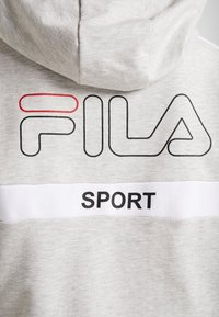 Fila - OVERSIZED ZIP HOODY - Mikina na zip - light grey melange/bright white - 6