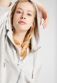 Fila - OVERSIZED ZIP HOODY - Mikina na zip - light grey melange/bright white - 3