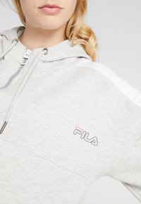 Fila - OVERSIZED ZIP HOODY - Mikina na zip - light grey melange/bright white - 4
