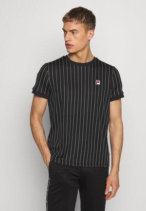 TREY - T-shirt print - black/white