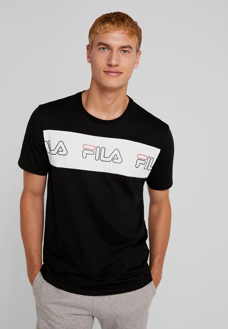 Fila - AKI LOGO TEE - Print T-shirt - black/bright white