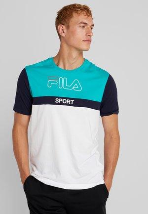 MANNING - T-shirt med print - spectra green/black iris/bright white