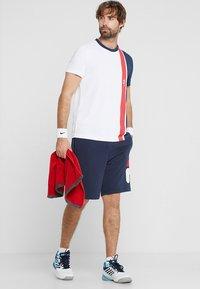Fila - ROBERT - Pantalón corto de deporte - peacoat blue - 1