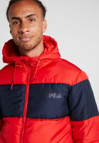 Fila - DEWE - Chaqueta de invierno - true red/black iris