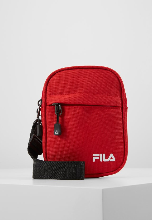 NEW PUSHER BAG BERLIN - Olkalaukku - true red
